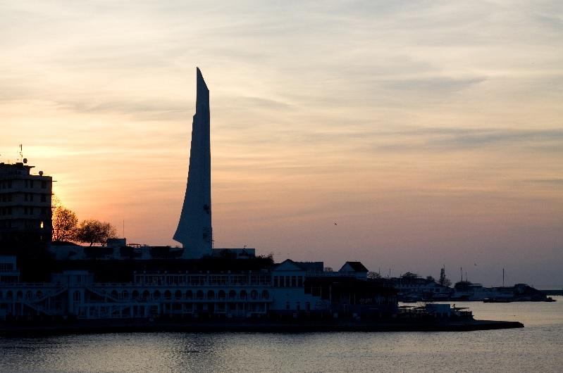 Памятник штык-парус в Севастополе