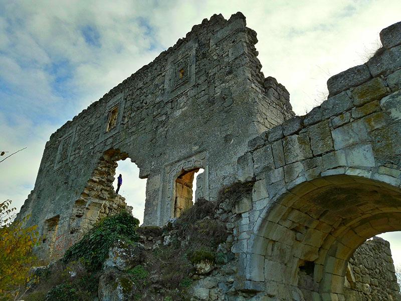 Цитадель пещерного города Мангуп-кале в Крыму