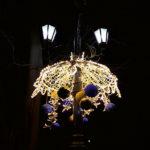 Украшения на фонаре в Севастополе
