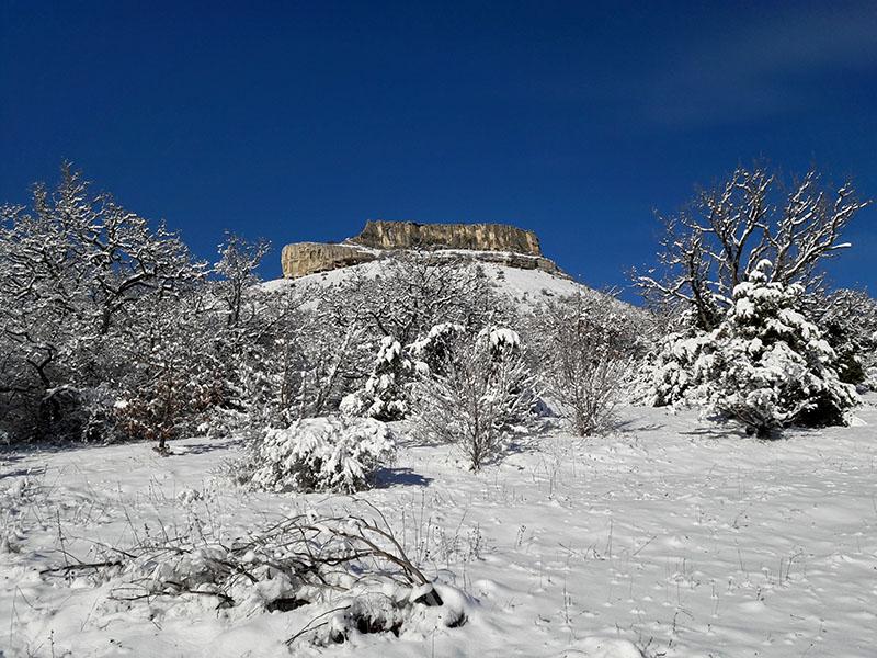 Пещерный город Тепе-Кермен в Крыму зимой