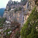 Водопад в горах на Штангеевской тропе в Ялте