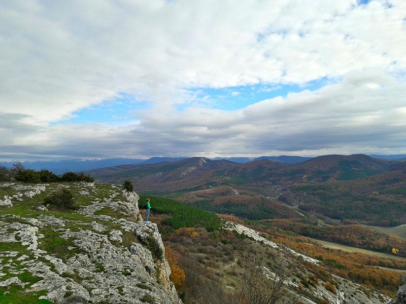 Вид с пещерного города Мангуп-кале в Крыму осенью