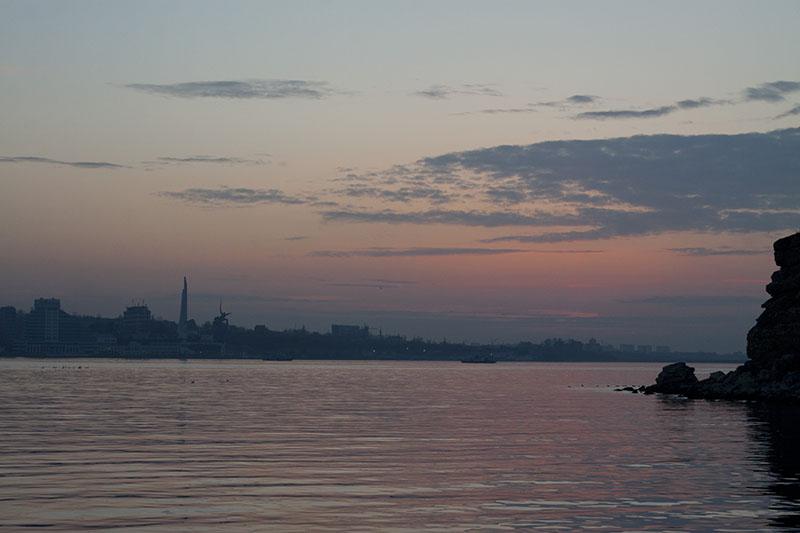 Памятники Севастополя на закате