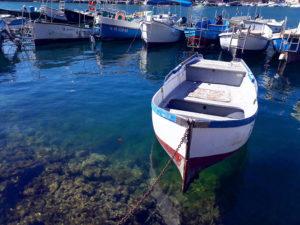 Лодки в бухте Балаклавы в Крыму