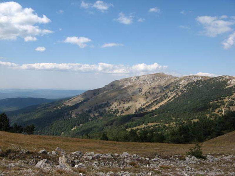 Гора Роман-Кош в Крыму летом