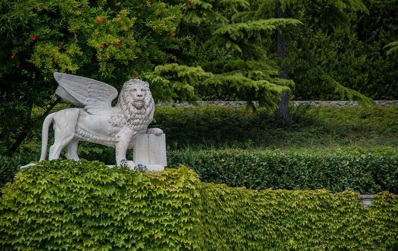 Парк у Юсуповского дворца в Крыму