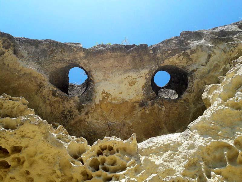 Глаза пещерного города Бакла в Крыму