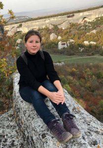 Автор блога sevlove.ru Елена Дмитриевская в пещерном городе Эски-Кермен в Крыму