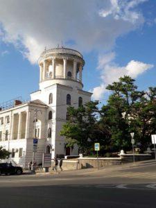 Здание на площади Лазарева в Севастополе