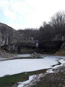 Водопад Мердвен-Тобе зимой