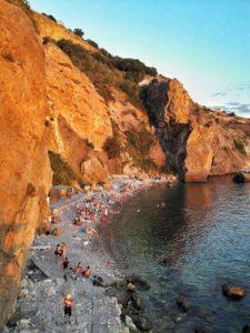 Пляж у грота Дианы на Фиоленте в Севастополе