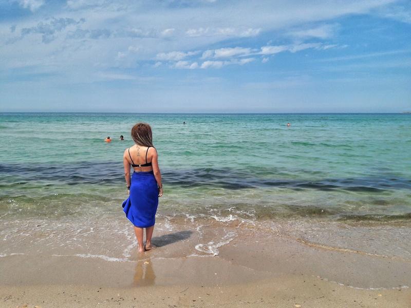 Девушка на пляже Майами в Олененке на Тарханкуте