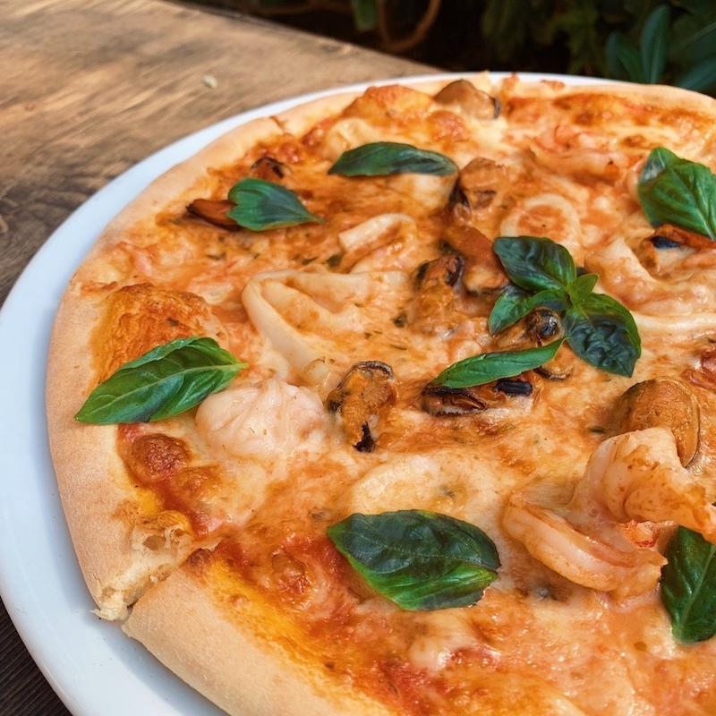 Пицца в кафе Eat Me в Ялте