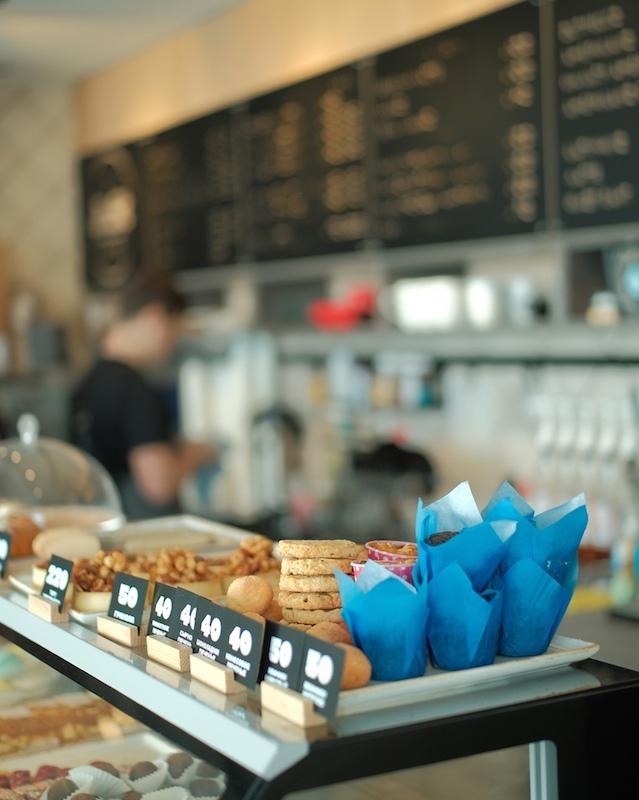 Кофе и печенья в кофейне Just Cafe в Ялте