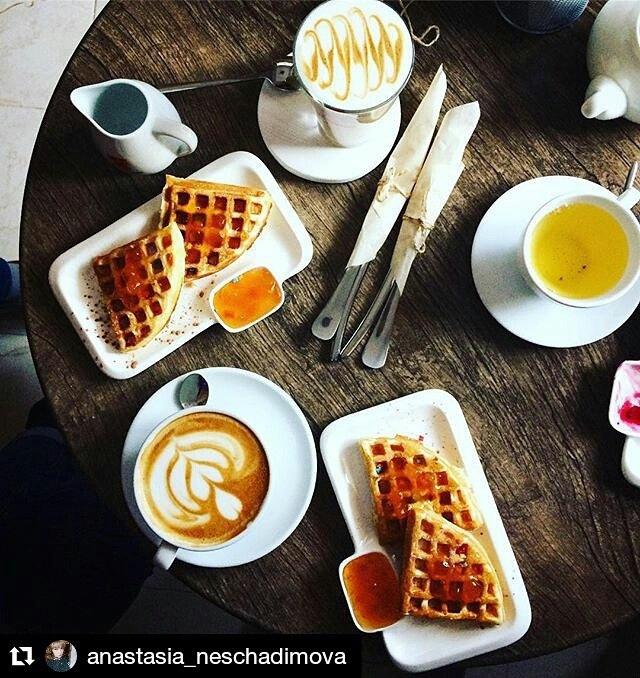 Сладкие вафли в кофейне Твин Хилл в Ялте