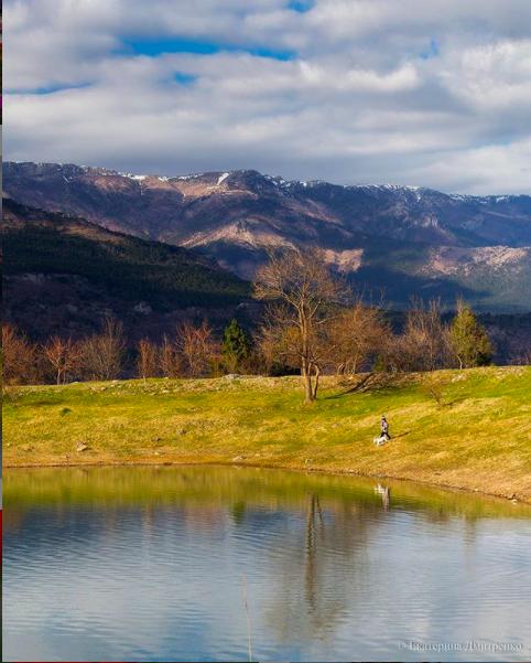 Могабинское водохранилище в Крыму с видом на горы