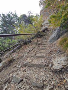 Каменная лестница на Таракташской тропе