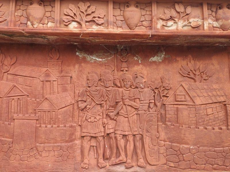 Каменное панно в парке Харкаю