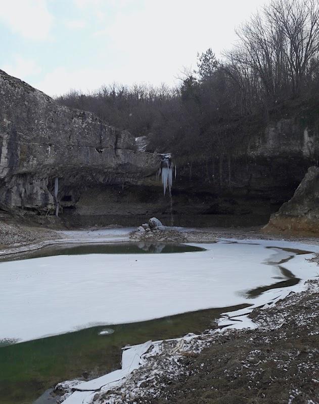 Замерзший водопад Коба-Чаир в Крыму